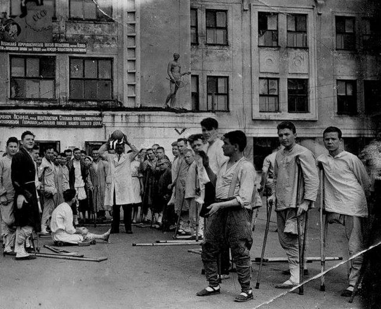 Эвакгоспиталь №1311 в ДК Меховщиков. 1944
