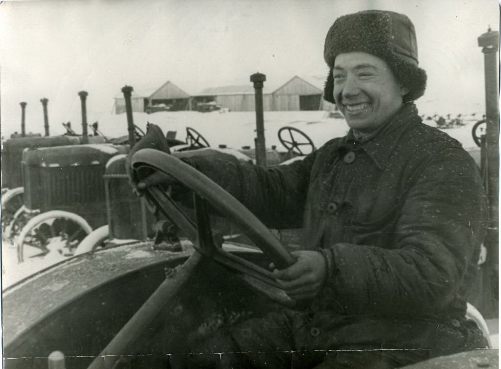 Тракторист Г.Каримуллин Арской МТС ТАССР. 1942