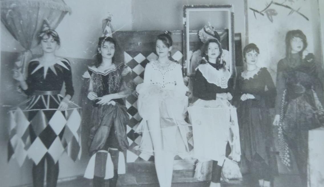 Одна из постановок в школьном театре, созданном Валентиной Ципенюк.