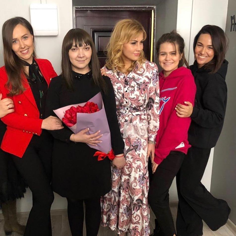 Айгуль вместе с женщинами, пожелавшими усыновить Амира. Фото: @aafazylova