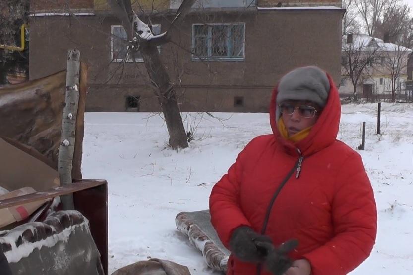 Валентина Волкова продолжает приходить на место, где раньше стоял ее дом.