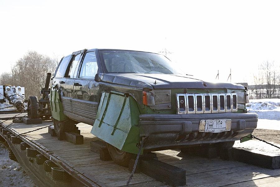 «Джихад-мобиль» — заминированный автомобиль смертника. Эту машину с дополнительной защитой для колёс сделали на базе Jeep Grand Cherokee.