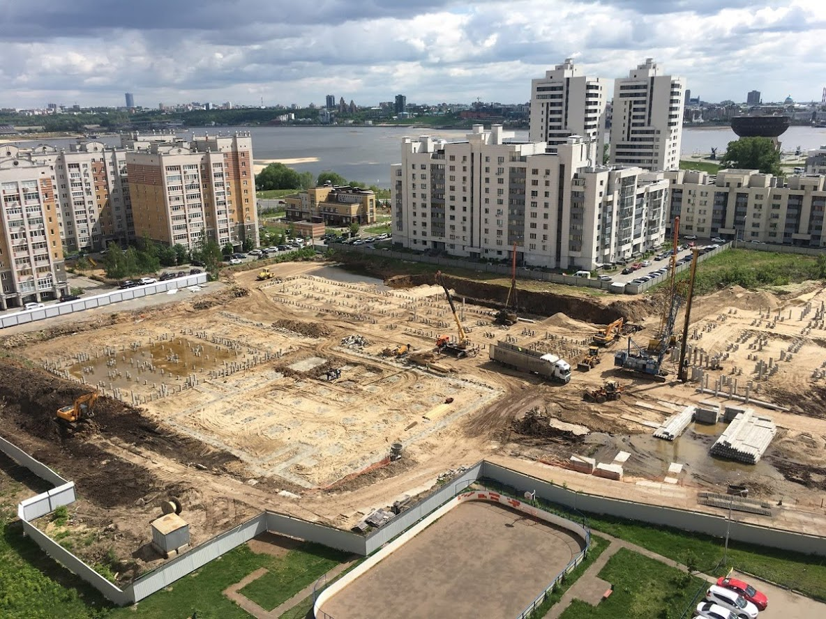 Так школьная строительная площадка выглядела на старте.