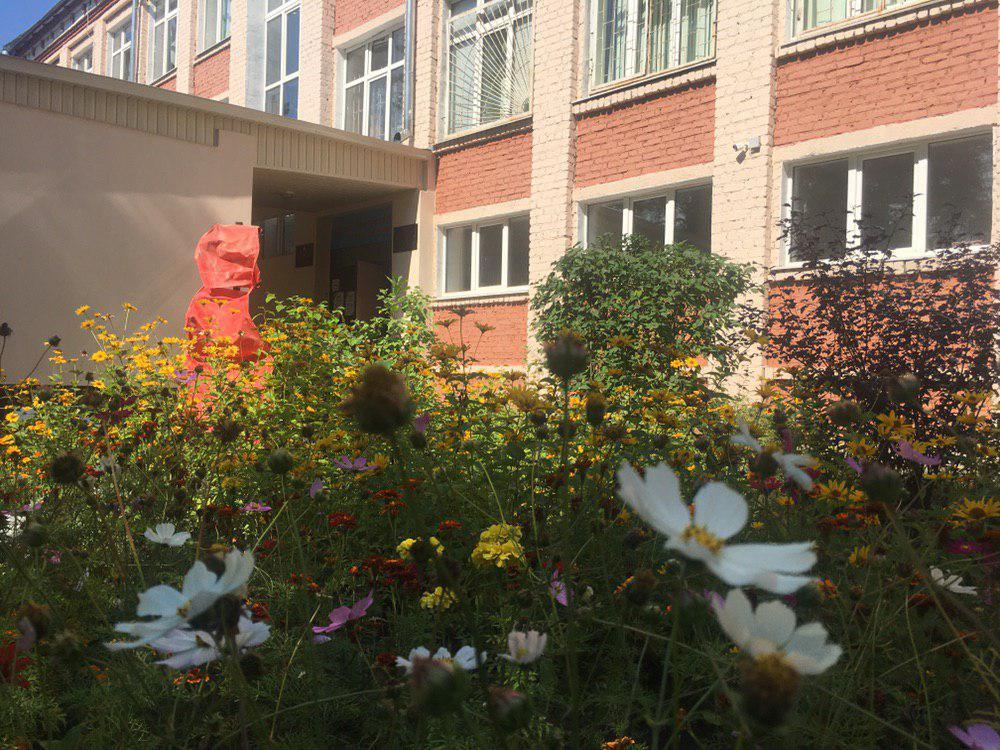 А это школа №151, куда перевели часть классов.