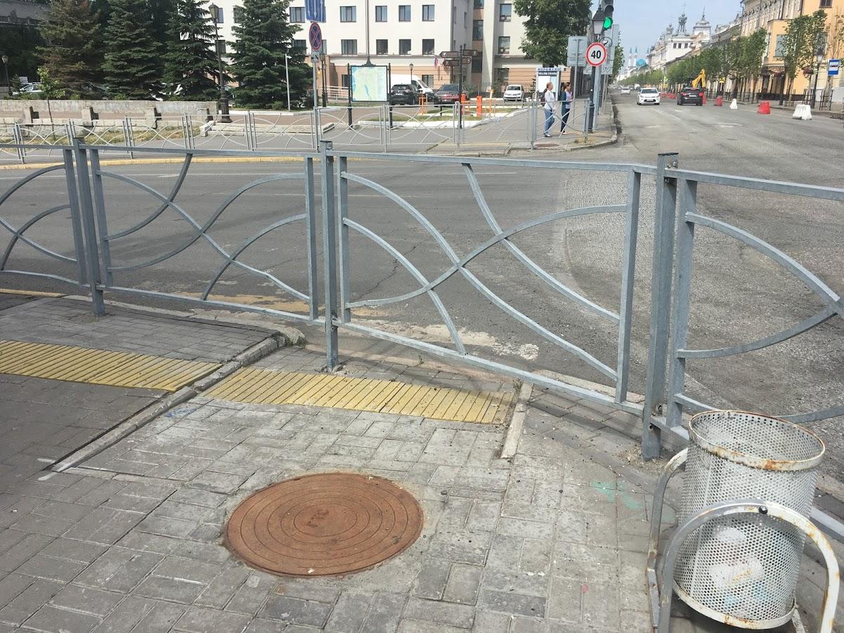 Доступная среда в центре Казани выглядит как-то так.