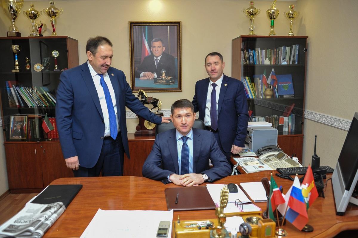 Глава района Ильхам Кашапов, в том числе, встретился на этой неделе с жителями. Но пока решить проблему не удалось.