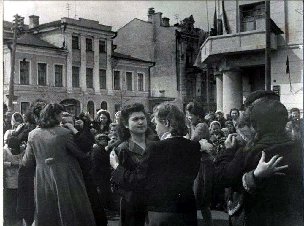 Танцы на площади Свободы