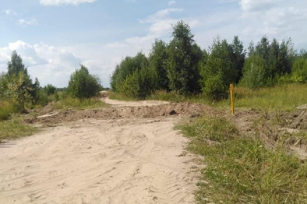 Траншея на дороге - результат спора многодетных семей с соседями по деревне Яшь Кеч.