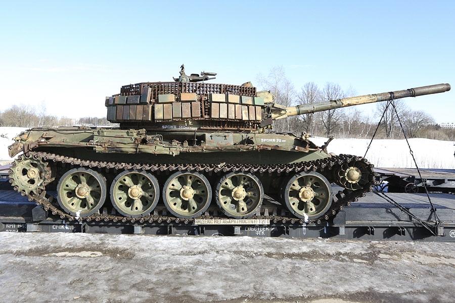 Т-55 — советский серийный танк. Эту машину захватили у сирийцев, и она больше всего подходит под определение боевой техники.