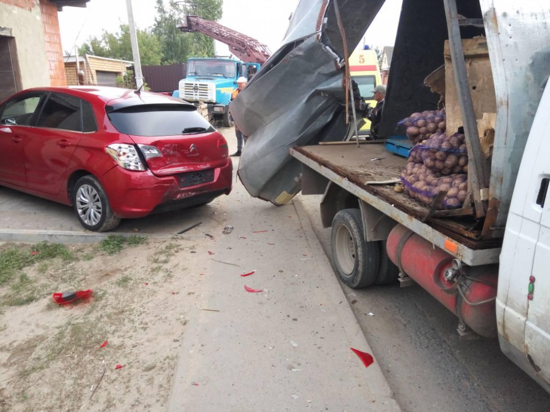 ВКазани «Газель» врезалась вавтовышку— излюльки выпали электрики