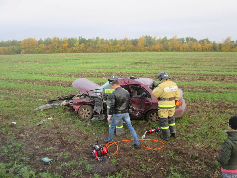 ВТатарстане вызволили пострадавшего вДТП издеформированной машины