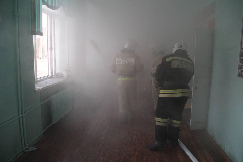 Пожар в школе №32 из-за которого пришлось эвакуировать около 500 человек.