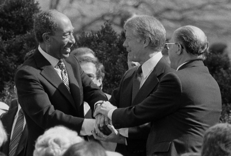 Анвар Садат и Джими Картер при подписании египетско-израильского мирного договора 1979 года