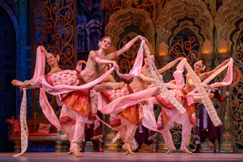 захоронению короля костюмы и декорации к балетам чайковского фото большого размера изделий